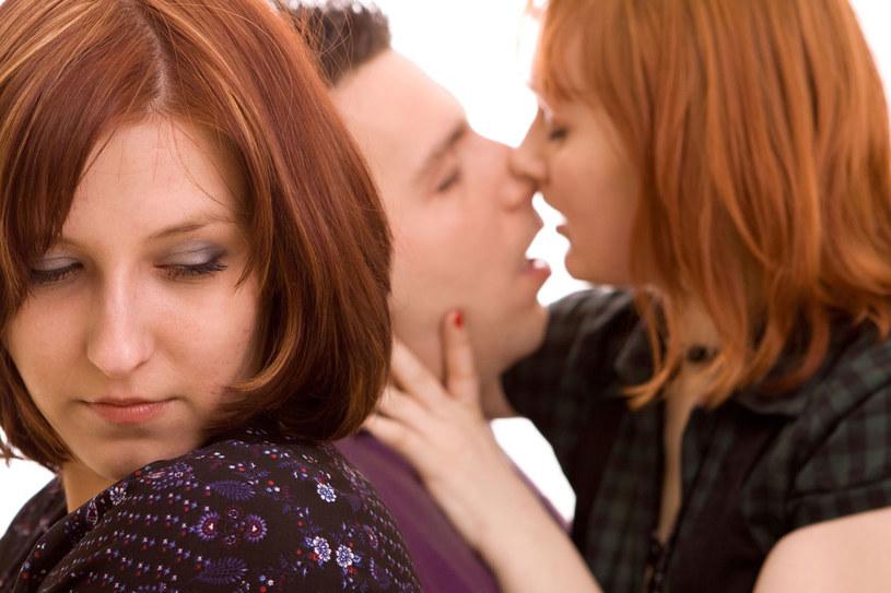 Jeśli matka nie jest w związku, narzeczonego córki może potraktować jak rywala /123RF/PICSEL