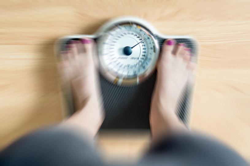 Jeśli nagle sporo schudłaś, należy udać się do lekarza /123RF/PICSEL