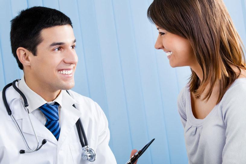 Jeśli nie czujesz się najlepiej albo dręczą cię nawet drobne dolegliwości, nie odwlekaj wizyty u lekarza. Czasem strach przed białym fartuchem i możliwymi badaniami jest nieproporcjonalny do możliwych i niechcianych powikłań, które mogą się pojawić w razie lekceważenia objawów chorobowych /123RF/PICSEL