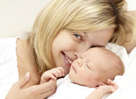 Jeśli po urlopie macierzyńskim chcesz zostać z dzieckiem w domu, pomyśl o urlopie wychowawczym /© Panthermedia