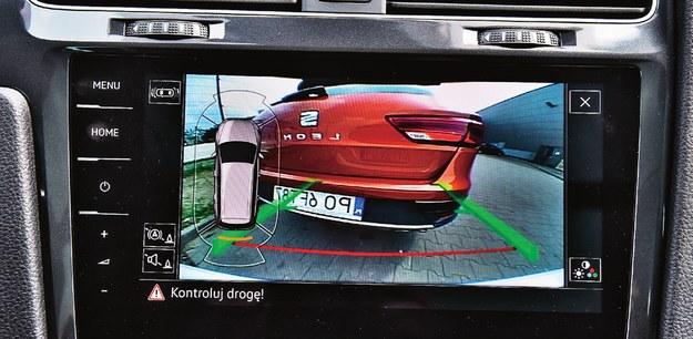 Jeśli propozycje KE zostaną zaakceptowane przez Parlament Europejski, do wyposażenia nowych aut trafią m.in. czujniki lub kamera cofania. W USA kamera jest obowiązkowa od maja 2018 r. /Motor