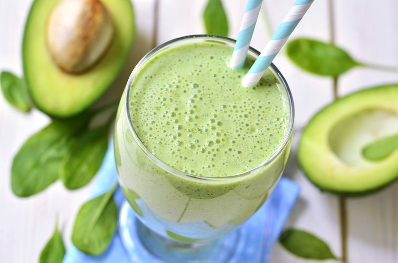 Jeśli smoothie spożywamy na śniadanie, warto do niego dodać trochę zdrowych tłuszczów /123RF/PICSEL