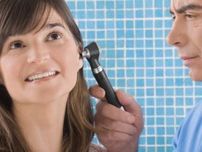 Jeśli swędzenie, obrzęk lub ból ucha nasila się, szukaj pomocy u laryngologa  /© Panthermedia