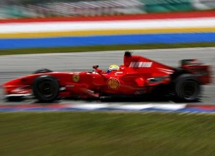 Jeśli trzymać się ustaleń, o których mowa w tekście. kierowcy F1 to najlepsi kochankowie :) /AFP