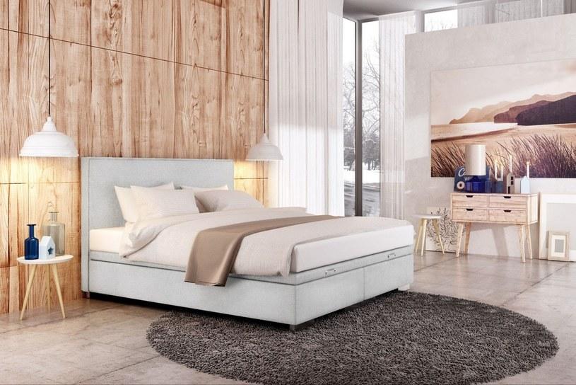 Jeśli urządzasz sypialnię w hotelowym stylu, musisz nauczyć się dbania o porządek tak, jak robią to profesjonaliści /materiały promocyjne