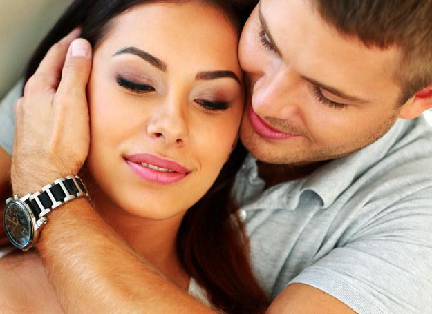 Jeśli wiesz, w której fazie cyklu jesteś, możesz wytłumaczyć partnerowi, dlaczego nie masz ochoty na seks, co pomoże uniknąć potencjalnych nieporozumień w sypialni /123RF/PICSEL