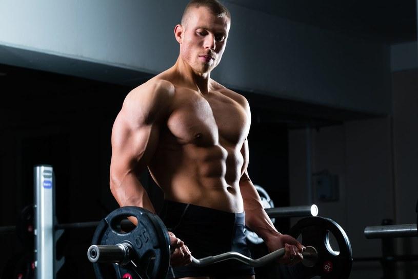 Jeśli zależy nam na wzroście siły, obciążenia treningowe powinny być na poziomie 90 - 95 % ciężaru maksymalnego. /123RF/PICSEL