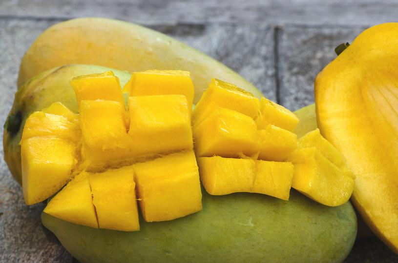 Jeśli zależy nam na zniwelowaniu widocznych zmarszczek, powinnyśmy regularnie sięgać po mango /123RF/PICSEL