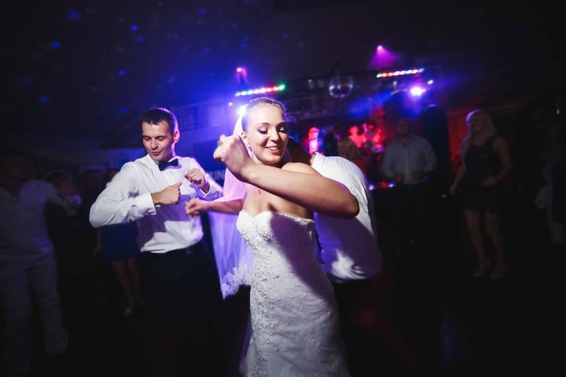 Jeśli zapraszamy dzieci na wesele, musimy pomyśleć o atrakcjach dla nich /123RF/PICSEL
