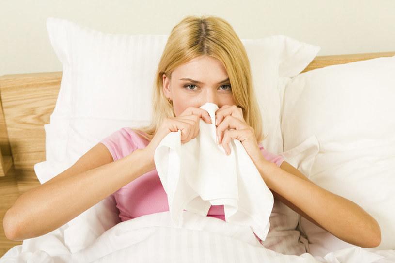 Jeśli zatkanie nosa utrzymuje się przez dłuższy czas, czyli przez kilka tygodni, to należy zgłosić się do specjalisty otolaryngologa w celu wykonania pełnej diagnostyki /© Photogenica