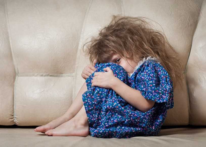 Jeśli zobaczymy, że z naszym dzieckiem jest źle, nie bójmy się zwrócić o pomoc /123RF/PICSEL