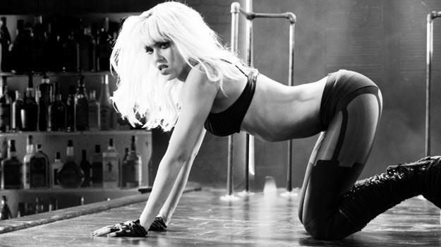 """Jessica Alba zaprasza na seans """"Damulki wartej grzechu"""". /materiały dystrybutora"""