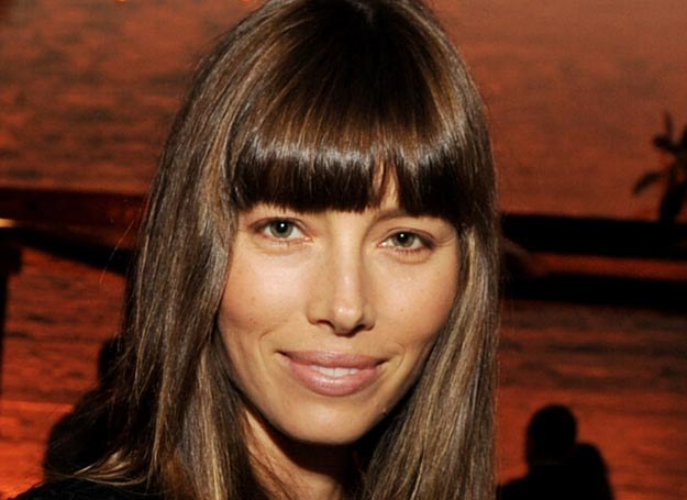 Jessica Biel  preferuje prostą grzywkę /Getty Images/Flash Press Media