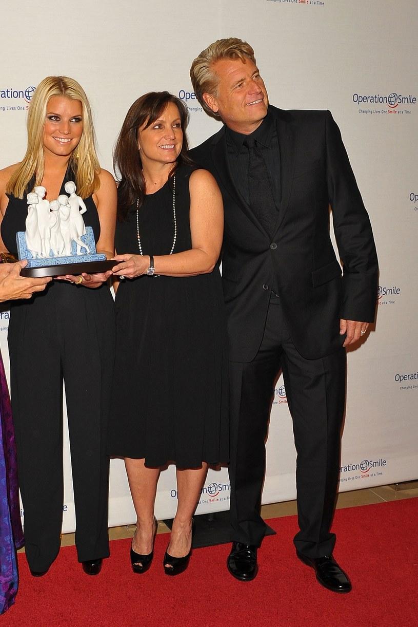 Jessica Simpson z rodzicami /Jason Merrit /Getty Images