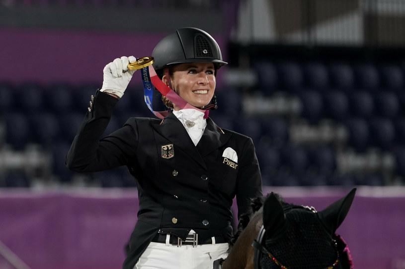 Jessica von Bredow-Werndl może cieszyć się już z drugiego złotego medalu w Tokio /AP/Associated Press/East News /East News