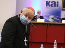 """Jest oświadczenie Episkopatu ws. reportażu """"Don Stanislao"""". Głos zabiera też kard. Dziwisz"""
