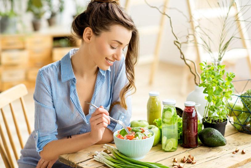 Jest prosty sposób, by zamiast na słodycze, mieć chęć na warzywa /123RF/PICSEL