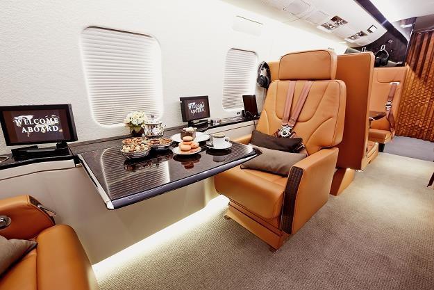 Jest sprytny sposób na tanie latanie luksusowymi maszynami /©123RF/PICSEL