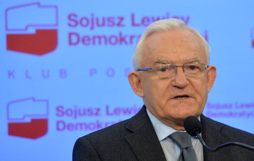 """""""Jest to wydarzenie o skali skandalu"""" - powiedział o opóźnieniu publikacji ustawy przewodniczący SLD Leszek Miller. /Radek Pietruszka /PAP"""