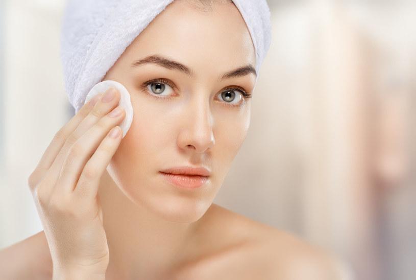 Jest wiele metod poprawiających wygląd skóry wokół oczu /123RF/PICSEL