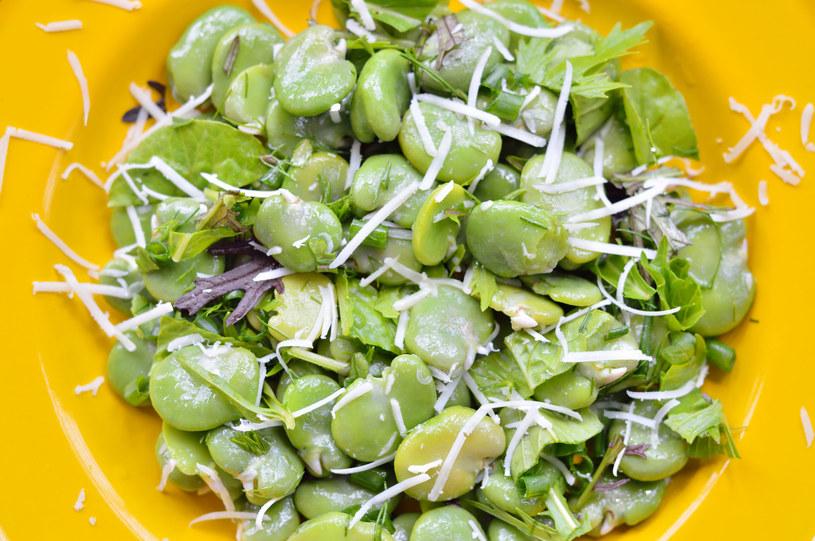 Jest źródłem cennego błonnika pokarmowego - pomaga więc oczyścić jelita i chroni przed nowotworami /123RF/PICSEL