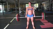 Jesteś twardy? Ona podnosi 90 kg w 9. miesiącu ciąży!