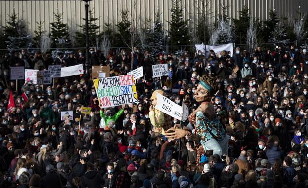 Jesteśmy w depresji – ludzie kultury demonstrują w Paryżu /IAN LANGSDON /PAP/EPA