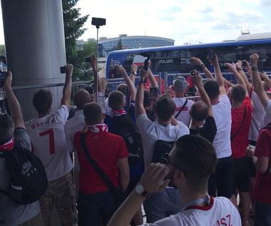 """""""Jesteśmy z wami!"""". Polacy owacyjnie witani w Kazaniu. Wideo"""