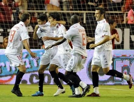 Jesus Navas trafił właśnie do bramki Realu. /AFP