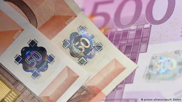 Jeszcze nigdy od wprowadzenia waluty euro w 2002 r. nie wycofywano z obiegu tak wielu fałszywek /Deutsche Welle