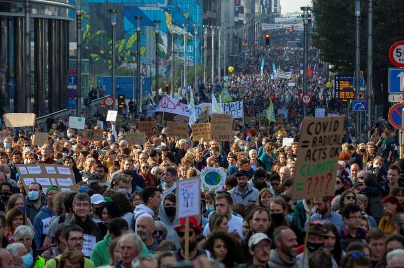 Jeszcze przed rozpoczęciem szczytu COP26 w Glasgow na świecie odbywają się protesty, których celem jest wywarcie presji na politykach /NICOLAS MAETERLINCK /AFP