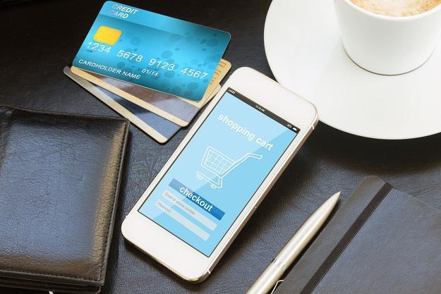 Jeszcze więcej mobilnej bankowości... /©123RF/PICSEL