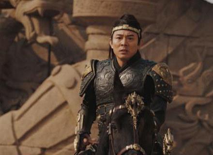 Jet Li w roli demonicznego Cesarza Smoka /materiały dystrybutora