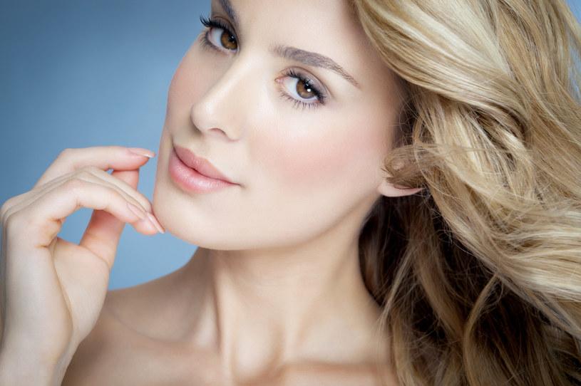 Jeżeli chcesz dłużej cieszyć się słonecznym blondem, należy używać specjalnej linii kosmetyków. Zapytaj o to swojego stylistę /123RF/PICSEL