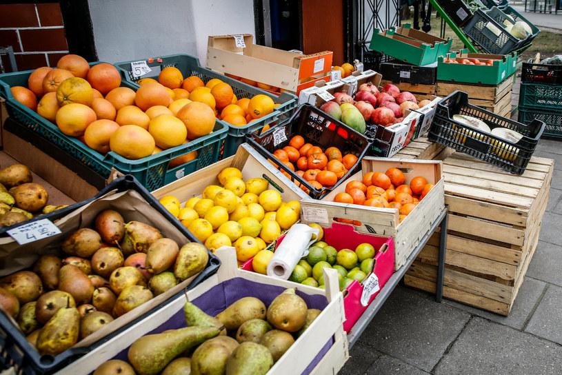 Jeżeli chodzi o owoce krajowe to zimą dostępne są głównie jabłka, gruszki. /Karolina Misztal /Reporter