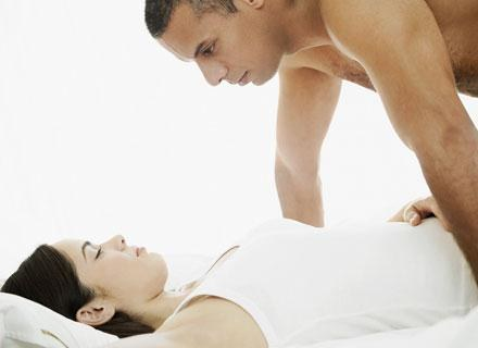 Jeżeli ciąża przebiega prawidłowo, nie ma żadnego powodu, by rezygnować ze współżycia /© Panthermedia