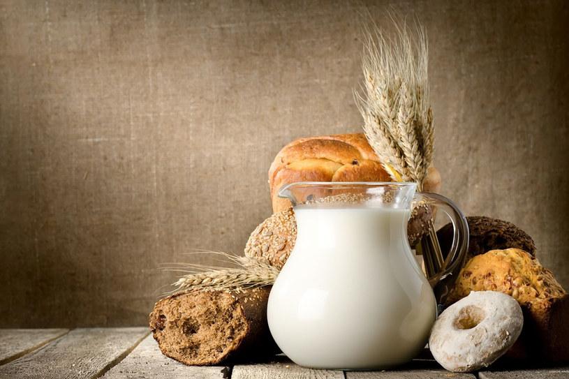 Jeżeli kalafiory, brokuły, szparagi, kapustę, brukselkę i brukiew gotować będziemy z dodatkiem mleka, uzyskamy lepszy smak i unikniemy nadmiernych strat witaminy C (mleko chroni ją przed utlenieniem) /123RF/PICSEL