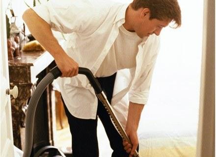 Jeżeli Twój mąż za dużo sprząta, okaż mu cierpliwość