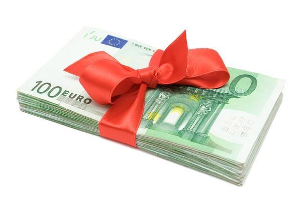 Jeżeli wartość majątku nie przekroczy kwoty 9637 zł obdarowany nie ma obowiązku zgłaszania darowizny /© Panthermedia