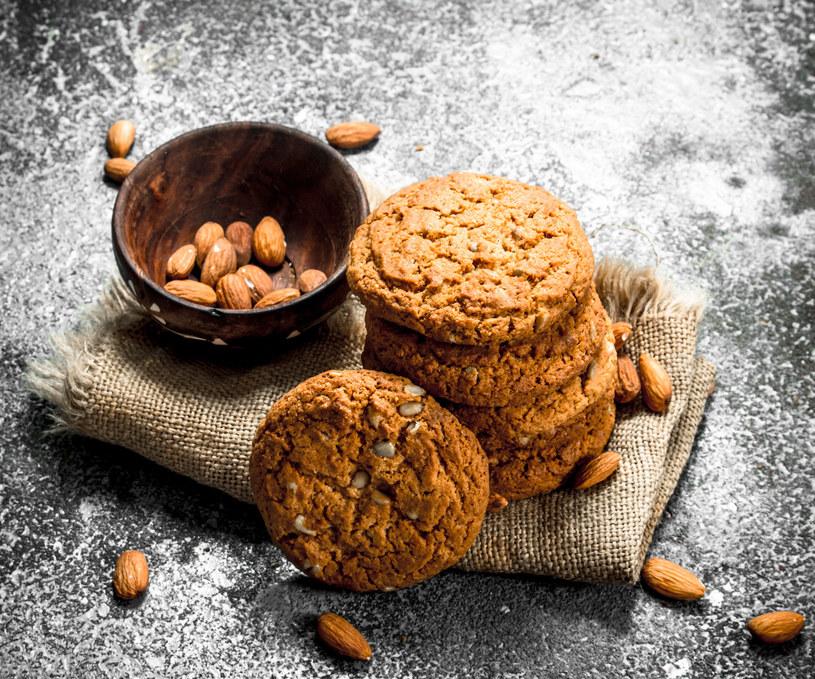 Jeżeli wolisz wersję dietetyczną możesz zrezygnować z polewy i cukru pudru /123RF/PICSEL