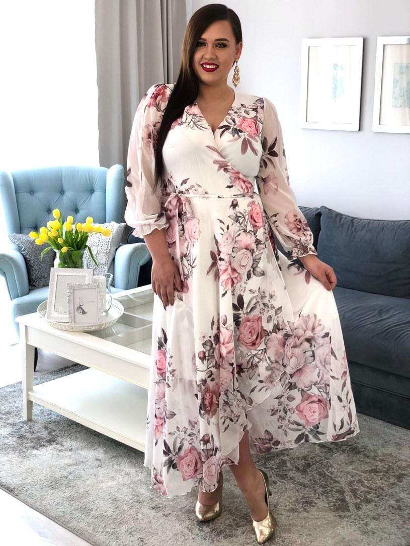 Jeżeli założysz białą sukienkę, to musisz liczyć się z tym, że na pewno nie ujdzie to uwadze innych osób przebywających na uroczystości /materiały promocyjne