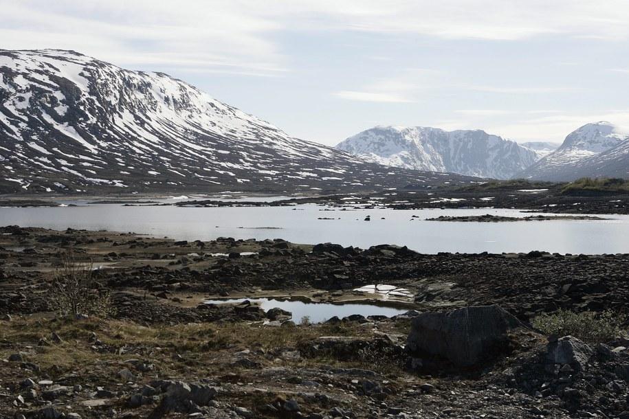 Jezioro Breidalsvatnet niedaleko Grotli /GORM KALLESTAD /PAP/EPA
