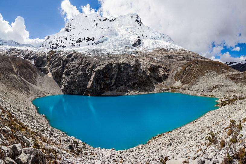 Jezioro w okolicach miasta Huaraz powiększyło się 30-krotnie w porównaniu z 1975 rokiem i czterokrotnie w porównaniu z rokiem 2003 /123RF/PICSEL