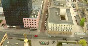 """Jezuici z Łodzi chcą kupić kamienicę za ponad 6 mln zł, by """"ratować życie i rodzinę"""""""