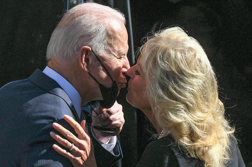 Jill Biden i Joe Biden nie szczędzą sobie uczuć również w sytuacjach publicznych /Daniel Leal-Olivas / AFP /East News