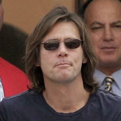 Jim Carrey nie gra, to przynajmniej zapuszcza włosy... /AFP