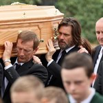 Jim Carrey pożegnał byłą partnerkę. Aktor niósł trumnę!