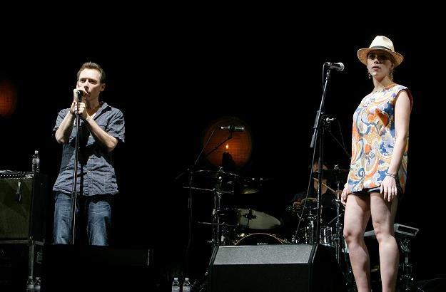 Jim Reid i Scarlett Johansson podczas koncertu na festiwalu Coachella fot. Kevin Winter /Getty Images
