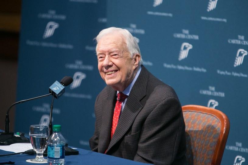 Jimmy Carter podczas konferencji prasowej, na której poinformował o zmianach nowotworowych /AFP