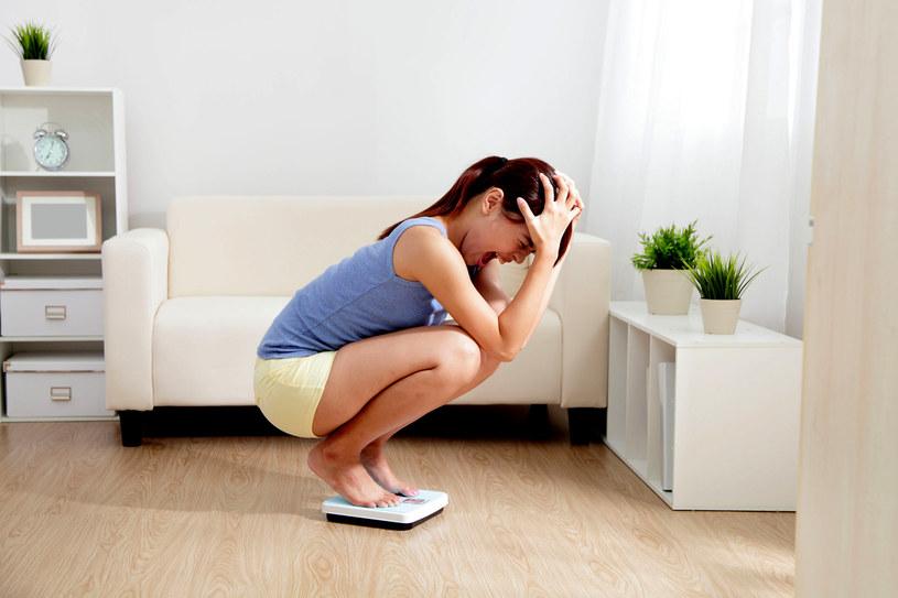Jo-jo może wywołać nieodpowiednia dieta lub złe podejście do niej, np. potraktowanie odchudzania jako kary /123RF/PICSEL